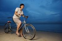 Man cycling with tandem bicycle - Yukmin