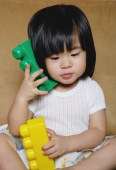 Young girl playing with toys - Yukmin