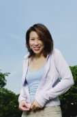Woman with cardigan, outdoors - Yukmin