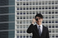 Businessman using camera phone - Yukmin