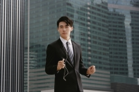 Businessman listening to MP3 player - Yukmin