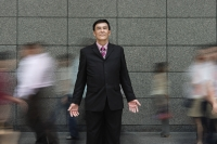 Businessman standing in crowd - Yukmin