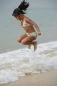 Girl jumping into sea - Yukmin