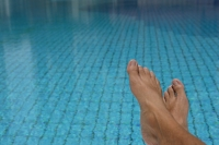 Feet at a swimming pool - Yukmin