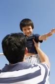 Father picking up son - Yukmin