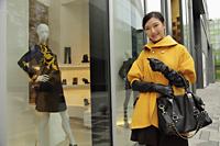 Young woman shopping outdoors - Alex Mares-Manton